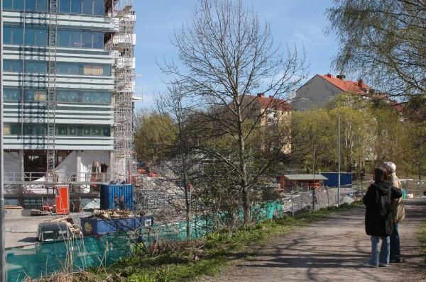 Arenastadens byggnation beskådas.