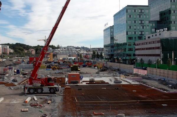 Vattenfalls nya kontor med grön fasad, till höger.