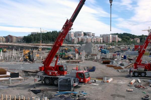 Här är området som ska bli Mall of Scandinavia. Ballongbergets bostadsområde i bakgrunden.